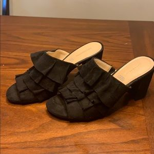Liz Claiborne black ruffle sandals